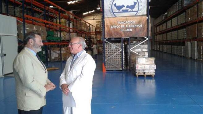 Lillo (i), junto a Luque, en las instalaciones del Banco de Alimentos.