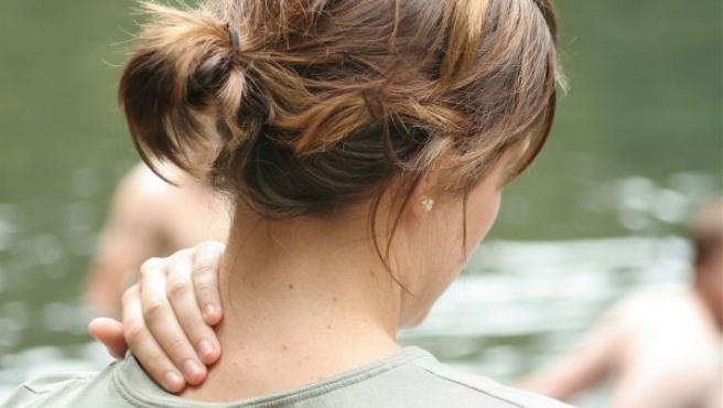 El latigazo cervical se produce por un fuerte movimiento de vaivén del cuello que puede llegar a producir graves lesiones en las vértebras cervicales o incluso la muerte a los ocupantes.