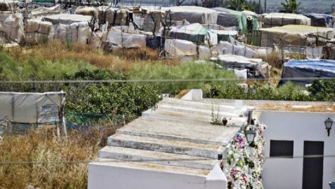 Vista de la zona de chabolas de la localidad onubense de Lepe en la que fue hallado un cadáver de una mujer de 47 años, hecho por el cual la Guardia Civil ha detenido a un hombre como presunto autor de la muerte de su pareja.