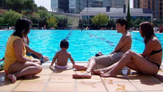 Bañistas en la piscina de la Casa de Campo.