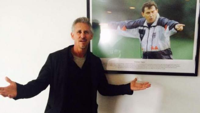 Gary Lineker, antes de una entrevista con Roy Hodgson, ya exentrenador de la selección inglesa, en la sala de Graham Taylor