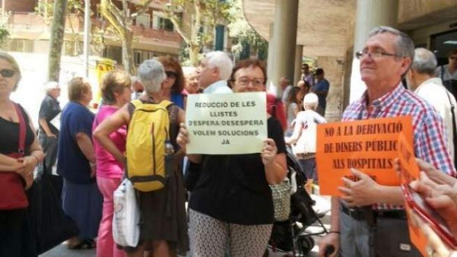 Concentración frente el CAP Manso de Barcelona.