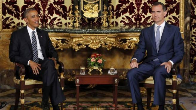 El rey Felipe VI y el presidente de EE UU, Barack Obama, durante el encuentro bilateral que han mantenido en la Cámara Oficial del Palacio Real, en la primera visita oficial del mandatario estadounidense a España.