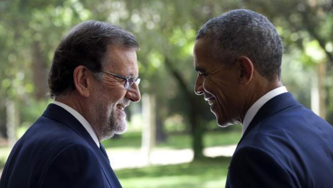 El presidente del Gobierno en funciones, Mariano Rajoy (i), junto al presidente de los EEUU, Barack Obama (d), en el exterior del Palacio de la Moncloa.