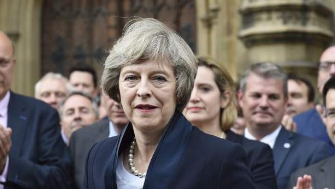 Theresa May ofrece una rueda de prensa delante del parlamento de Londres,