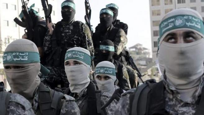 Las brigadas de Izz ad-Din al-Qassam, facción de la milicia de Hamás, durante un desfile en la plaza de al-Mena, en la franja de Gaza.