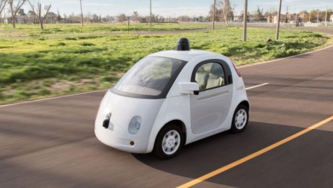 El software del coche autónomo de Google está diseñado para recordar las señales previas de los ciclistas, por lo que puede anticiparse mejor a los giros de las bicicletas en el camino.