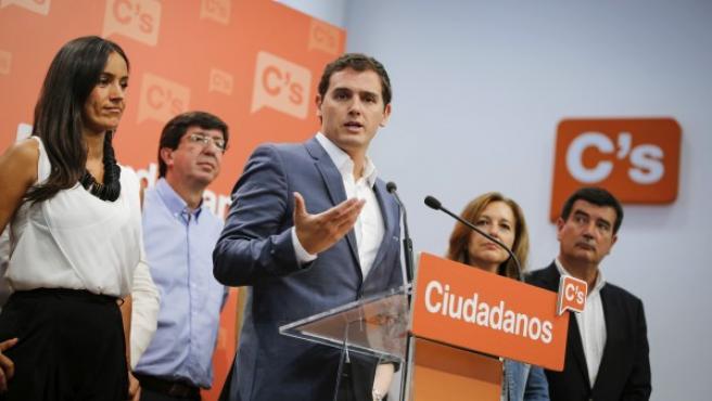Albert Rivera, en el momento de anunciar su abstención para facilitar la investidura de Mariano Rajoy.