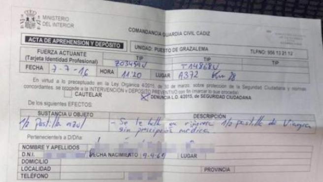 Denuncia contra un hombre por llevar viagra interpuesta durante un control antidrogas.