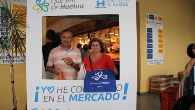 Campaña Que sea de Huelva en el mercado de Isla Cristina