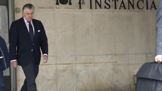 El extesorero del Partido Popular Luis Bárcenas, a su salida de los Juzgados de Plaza de Castilla, en Madrid.