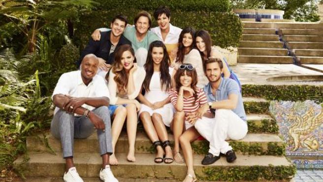 Los miembros de la familia Kardashian, en una imagen de promoción de su 'reality'.