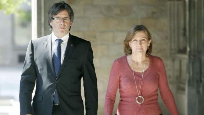 El presidente de la Generalitat, Carles Puigdemont, junto a la presidenta del Parlament, Carme Forcadell.