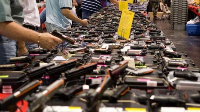 Imagen de un mercado de armas de fuego en Texas.
