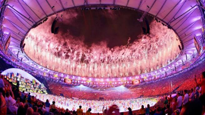 Espectáculo de fuegos artificiales en la ceremonia de inauguración de los Juegos de Río 2016.