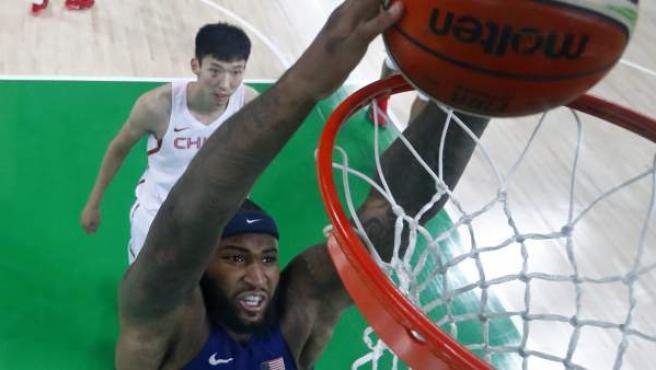 DeMarcus Cousins machaca sin oposición en el debut de Estados Unidos ante China.