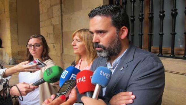 Ricardo Fernández y Marisa Ponga atienden a los medios.