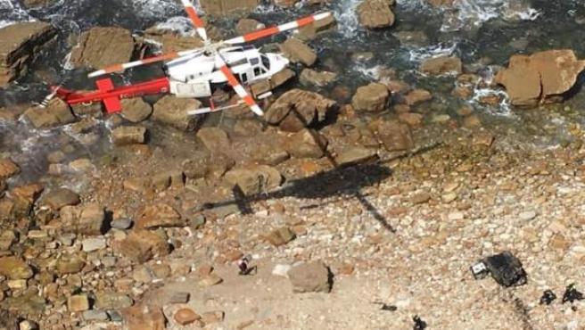 Mueren dos personas al caer con el coche por los acantilados de Galizano