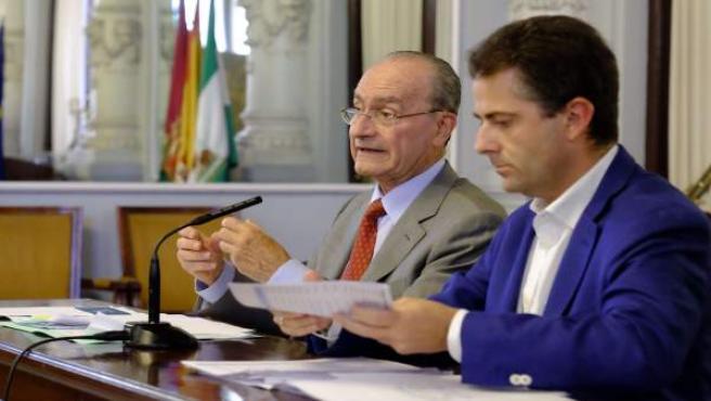Francisco de la Torre y Carlos Conde en rueda de prensa