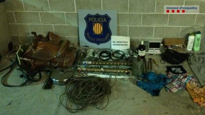 Objetos decomisados por los Mossos d'Esquadra de dos robos en Tarragona