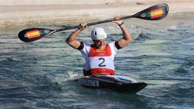 La deportista Maialen Chourraut de España celebra su victoria en la final de K1, lo que le ha valido su primera medalla de oro en unos Juegos Olímpicos.