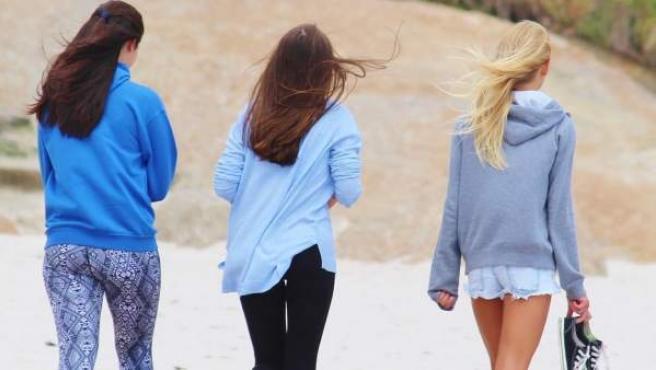 Las chicas adolescentes se sienten más molestas con el 'cibercortejo' que los chicos de la misma edad.