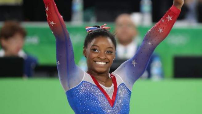 La gimnasta estadounidense Simone Biles, satisfecha con su ejercicio de la final de suelo en los Juegos Olímpicos de Río de Janeiro.