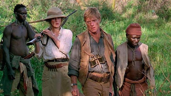 Junto a Meryl Streep, Redford viaja a Kenia en una cinta romántica que ganó 7 premios Oscar.