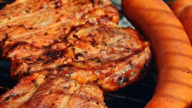 Los especialistas recomiendan un consumo moderado de carne.
