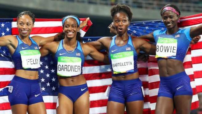 Allyson Felix, English Gardner, Tianna Bartoletta y Tori Bowie, las corredoras del relevo 4x100 de Estados Unidos, que lograron el oro en Río 2016.