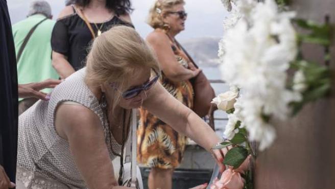 Homenaje a las víctimas de Spanair en la playa de Las Canteras este sábado 20 de agosto de 2016 durante el octavo aniversario de la tragedia.