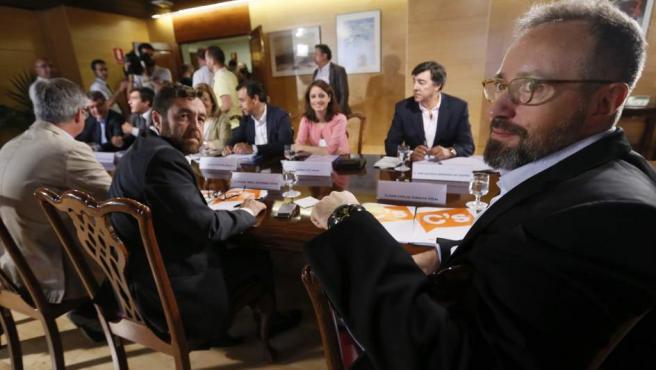 Los equipos negociadores de PP y Ciudadanos continúan las reuniones para un pacto de investidura