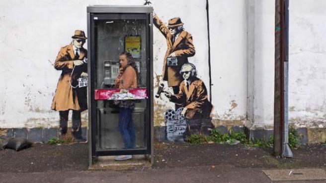 'The Spy Booth', la obra del pintor Banksy.