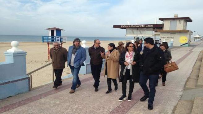 Dirigentes del PSOE visitan la playa de Matalascañas.