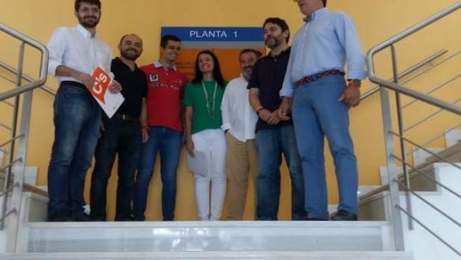 Los representantes de Ciudadanos con el atleta Lorenzo Albaladejo
