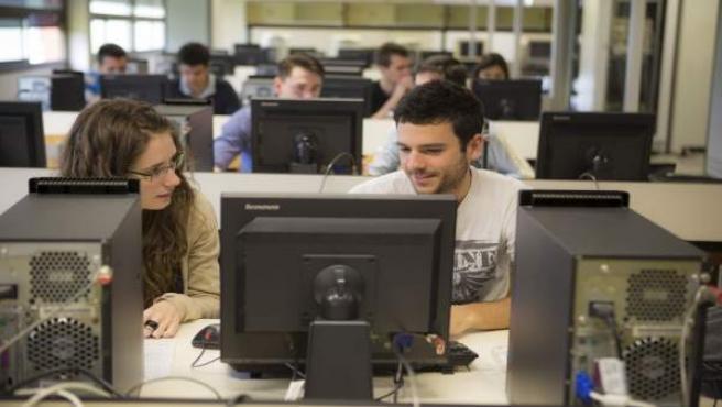 Estudiantes de la UPNA.