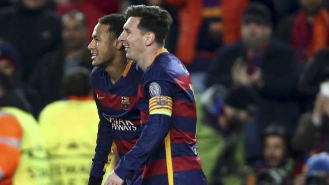 Messi y Neymar celebran uno de los goles del Barça a la Roma.