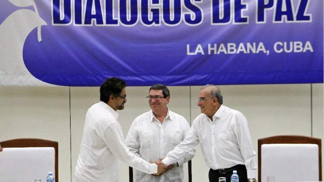 Colombia y las FARC firman el acuerdo final durante los diálogos de paz en la Habana que han durado cuatro años.