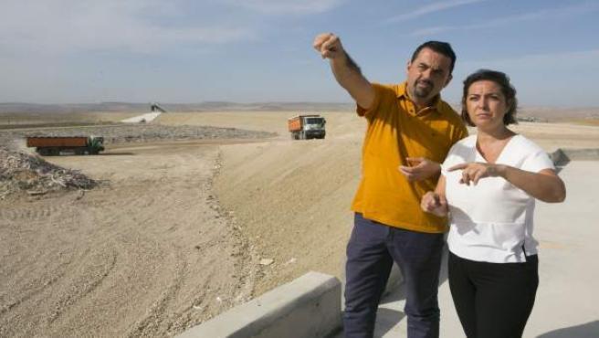 La alcaldesa, Isabel Ambrosio. Con el gerente de Sadeco, Francisco Quijada