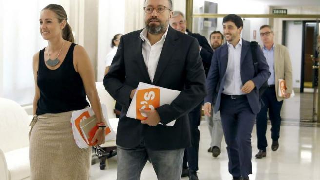 Los integrantes del equipo negociador de Ciudadanos Melisa Rodríguez, Juan Carlos Girauta, Luis Garicano, Toni Roldán, Miguel Gutiérrez y José Manuel Villegas.