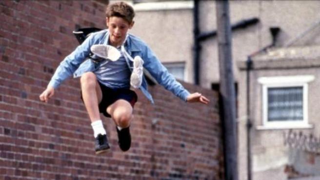 Fotograma de la película 'Billy Elliot' (2000), la historia de un niño que quiere ser bailarín.