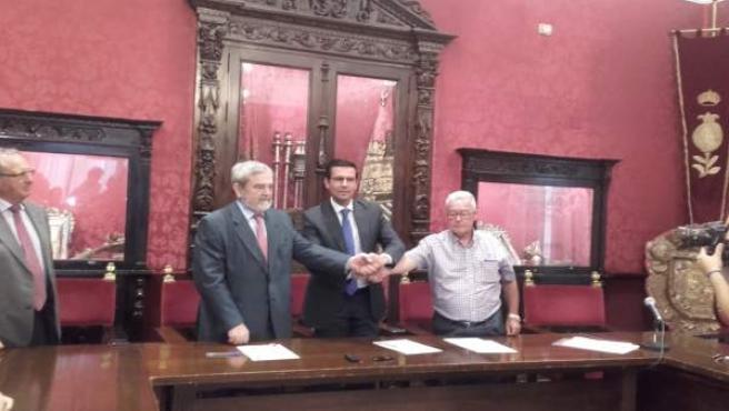 NOTA Y FOTO ALCALDE CONVENIO BANCO DE ALIMENTOS (GABINETE DE PRENSA AYUNTAMIENTO