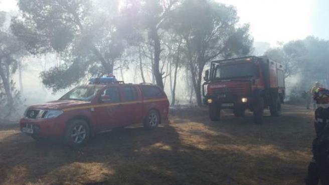 Tareas de extinción del fuego en Zuera (Zaragoza)