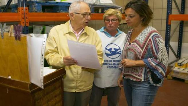 La alcaldesa visita al Banco de Alimentos