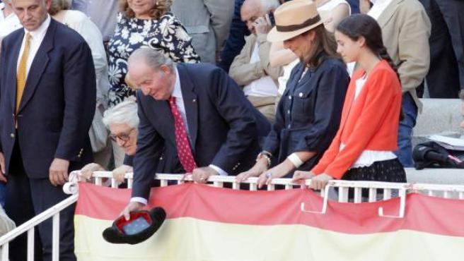 Don Juan Carlos y su brindis taurino en otra de sus tardes en Las Ventas