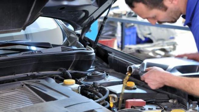 Cambio de aceite en un vehículo