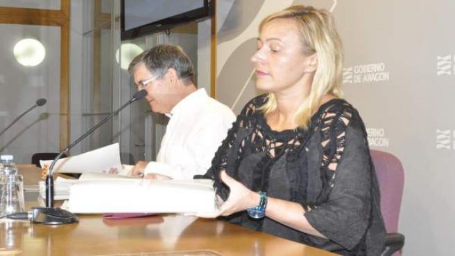 Los consejeros de Economía y Presidencia, Marta Gastón y Vicente Guillén.