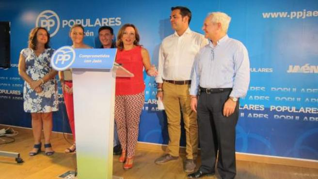 Patricia Navarro, junto a miembros del PP de Jaén, en la rueda de prensa.