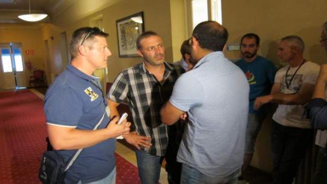 Los trabajadores de Astur Leonesa encerrados en la Junta General.