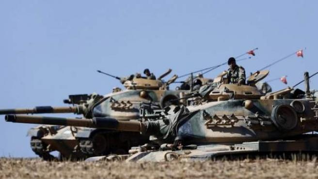 Soldados turcos vigilan la frontera con Siria.